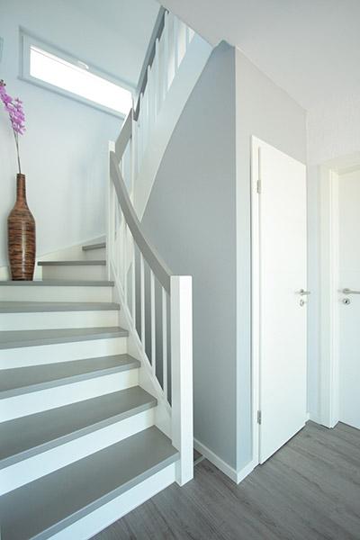 treppenvariationen mit wei seifert treppenbau. Black Bedroom Furniture Sets. Home Design Ideas